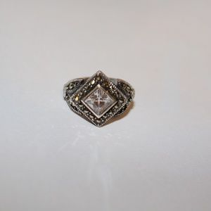 Sterling silver ring with clear stones sz.7